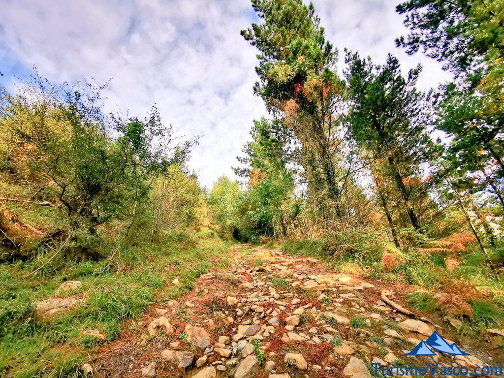 cuesta primer tramo, ruta a la cascada de Aldabide de orozko