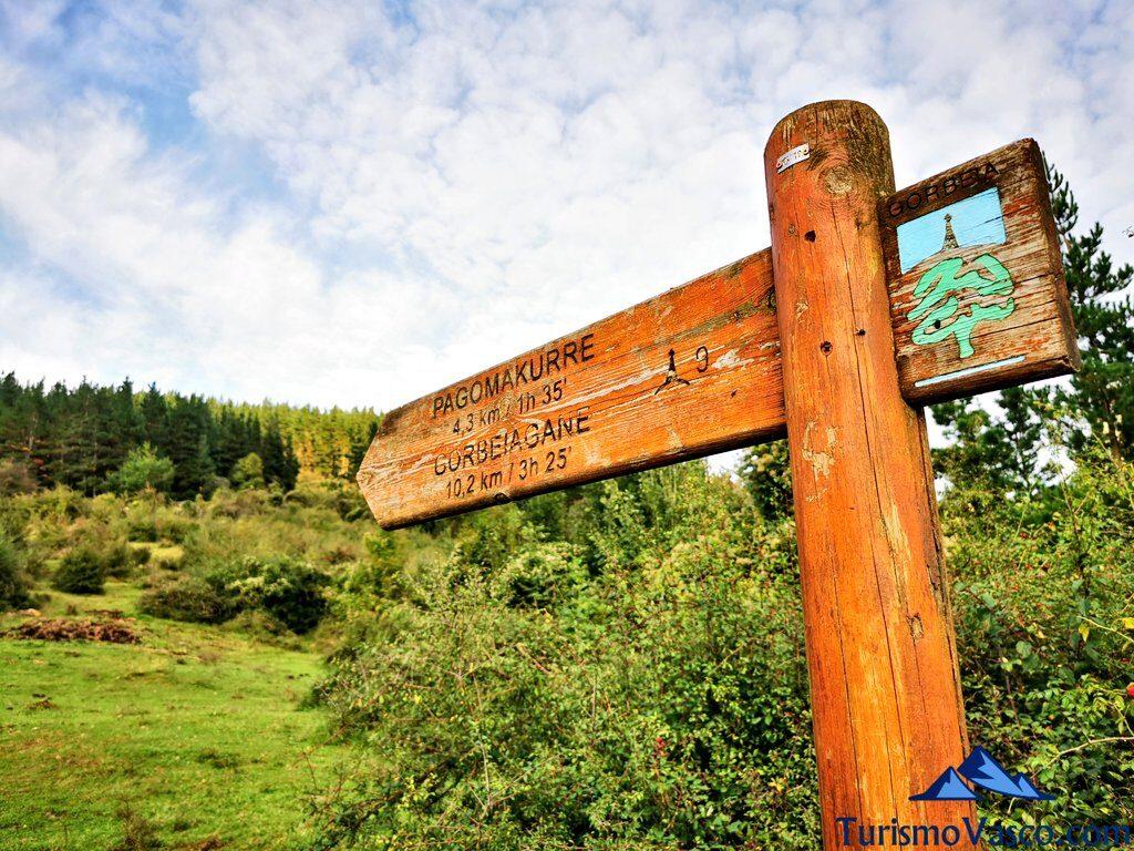 señal de pagomakurre, Gorbeia, ruta a la cascada de Aldabide de orozko